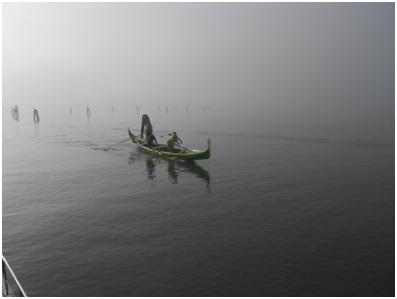 Gondoliers training in the mist